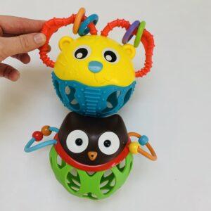 2 x rammelspeelgoed Playgro en Skip Hop