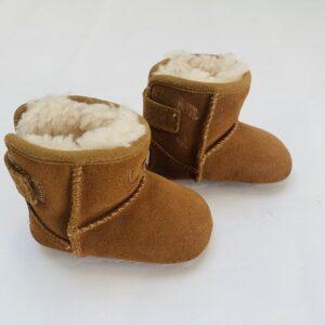 Schoentjes met teddy binnenkant Ugg maat 16